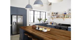 Krój i siekaj! Czy drewniany blat sprawdzi się w kuchni?