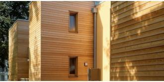 Montaż elewacji drewnianej